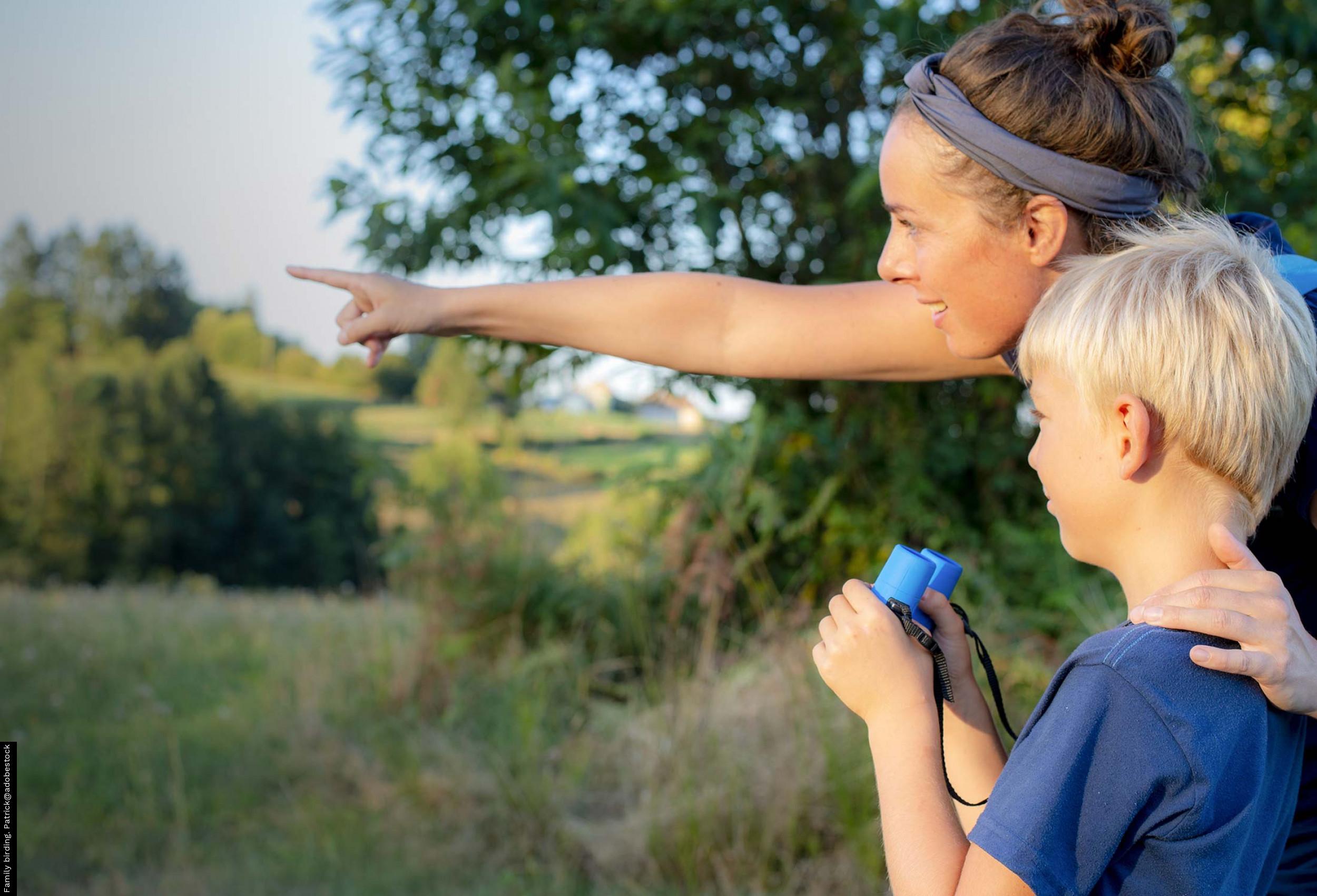 Family birding. Patrick@adobestock